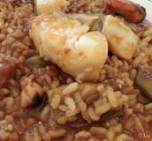 Detalle plato arroz con bacalao