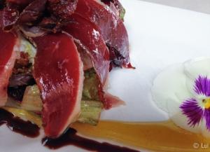 Detalle Ensalada de jamon de pato y vinagreta de miel