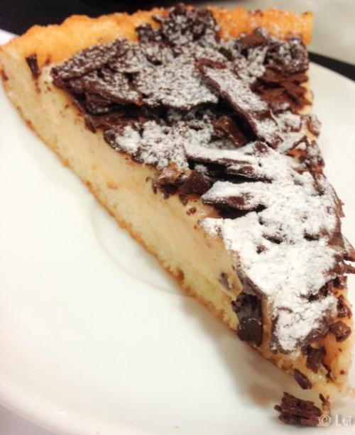 Pastel de crema catalana con virutas de chocolate