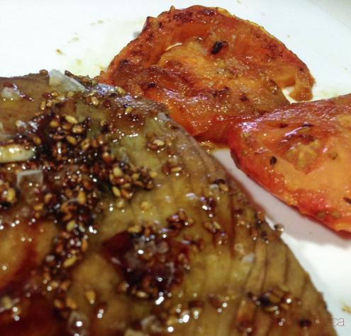 atun marinado con soja y tomate_