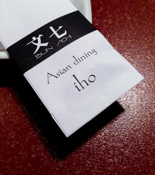 Sobre para palillos en Bun Sichi restaurante japones barcelona pasaporte time out