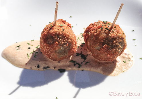 Bomba de corazon de alcachofa del prat con gorgonzola quintotapa hospitalet la bodegueta del museu