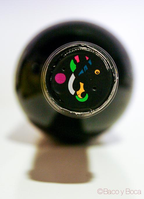 Detalle arriba botella Honoro Vera 2013 garnacha bodega Ateca_