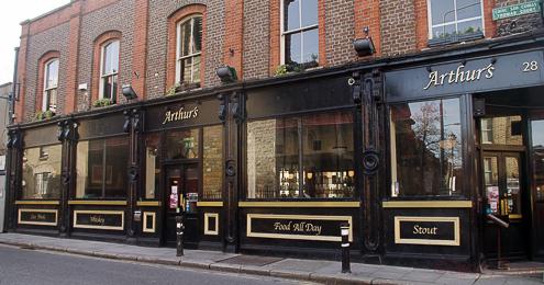 fachada exterior arthurs pub dublin irlanda