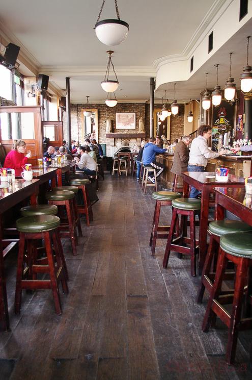 panoramica interior arthurs pub dublin irlanda
