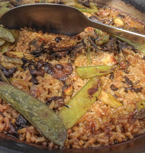 Arroz con verduras y cuchara maritim terraza de restaurant Maritim Barcelona
