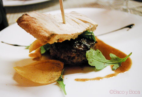 hamburguesa de rabo de toro con salsa de rustido cena maridaje sucapa
