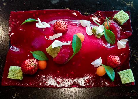 Frutos rojos, albahaca, limon gelado de chocolate Opalys Sant Pol Carme Ruscalleda