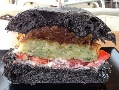 hamburguesa tokio mitad en Vai Moana
