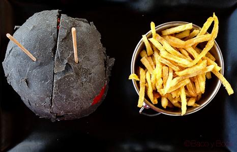 hamburguesa tokio y patatas zenital en Vai Moana
