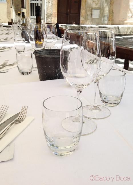 Mesa en Llagut Taverna Marinera Tarragona amigastronomikas viaje a tarraco