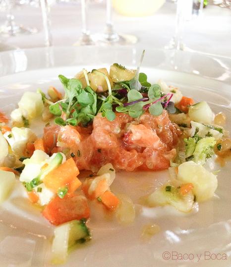 Tartar salmon con pepino, yogur y hortaliza de Girona en crudités