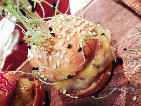 Surtido de mini hamburguesas restaurante reñe detalle