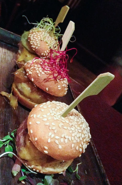 Surtido de mini hamburguesas restaurante reñe_