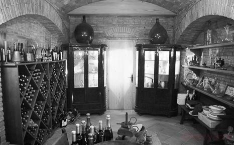 blanco y negro entrada bodega antigua Castellroig 1