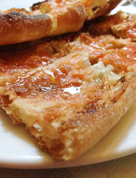 pan-coca-con-tomate-restaurante-El-boliche-del-gordo-cabrera-barcelona