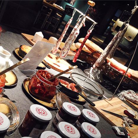 bufet-desayuno-yurbban-hotel-barcelona