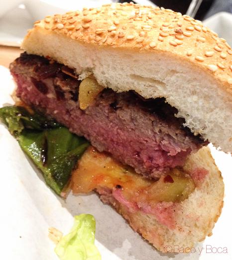 hamburguesa-con-crujiente-jamon-filburg-barcelona-bacoyboca