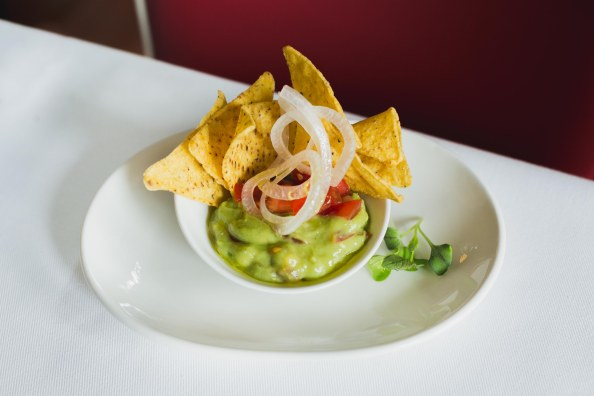 8. (FEBRERO) Guacamole con nachos
