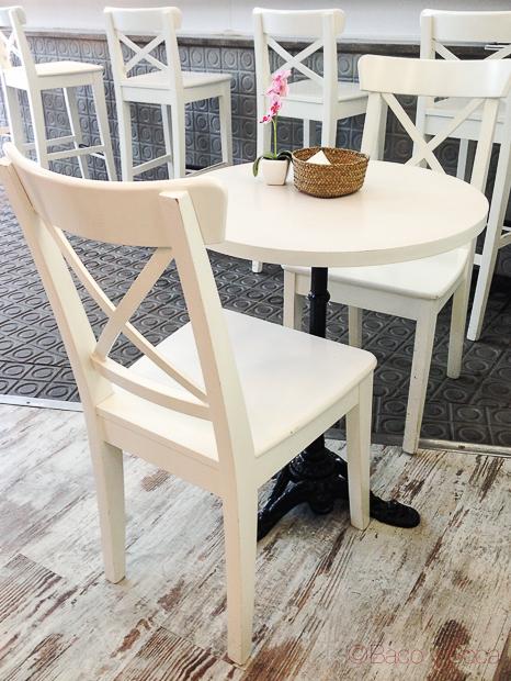 mesa interior Giulietta Cafe Baco y Boca