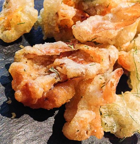 tempura de flores y hierbas del jardín la calendula baco y boca
