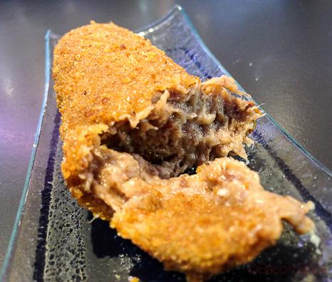 Croquetas de tres carnes Tatau Bistro Baco y Boca