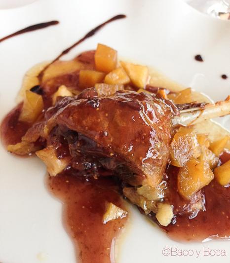 Magret de pato con salsa de higos y manzana la peni molins de rei Baco y Boca
