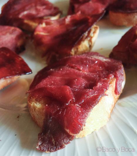 tostas de cecina con foie y compota de manzana en la solana Ribadeo Baco y Boca