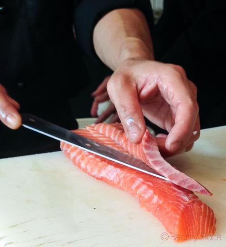 cocineros cortando salmon sushifresh baco y boca