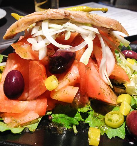 Ensalada atun y tomate y piparras Restaurante Malgam Baco y boca