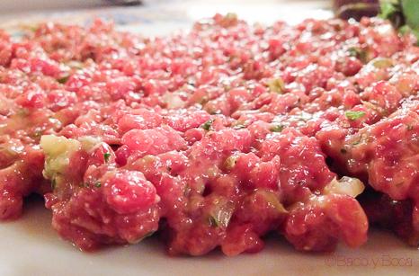 steak tartar en Brasserie Flo baco y boca