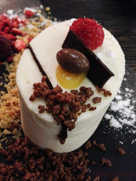 mousse de chocolate blanco en Sasha Bar Barcelona Baco y Boca