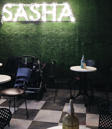 Neon Sasha Bar Barcelona Baco y Boca