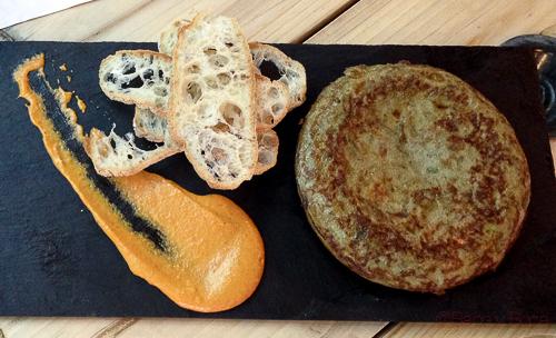 tortilla de alcachofas y calçots Nou Cal Ramonet baco y boca