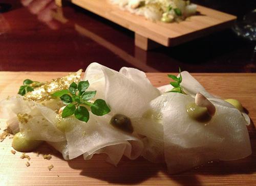 Carpaccio de rabano daikon con spa de champiñones restaurant pla bacoyboca