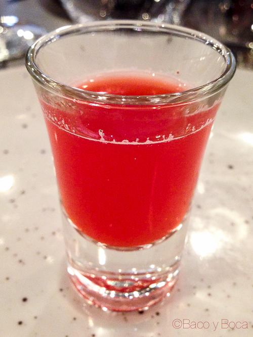 Coctel de frutos rojos vodka y lima